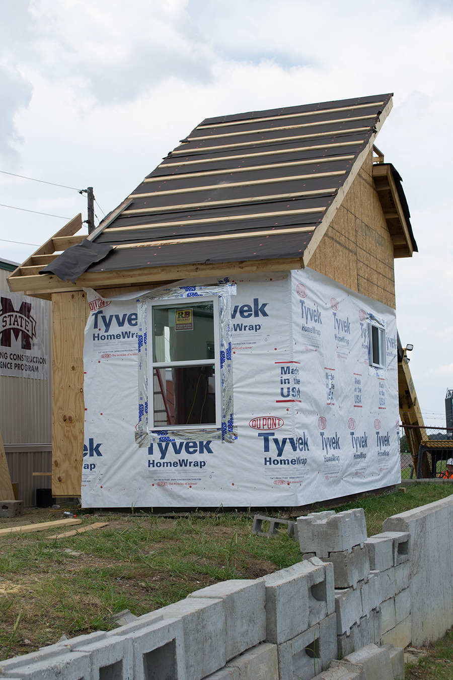 Mississippi State University building construction science first-year studio students build tiny house, summer 2017