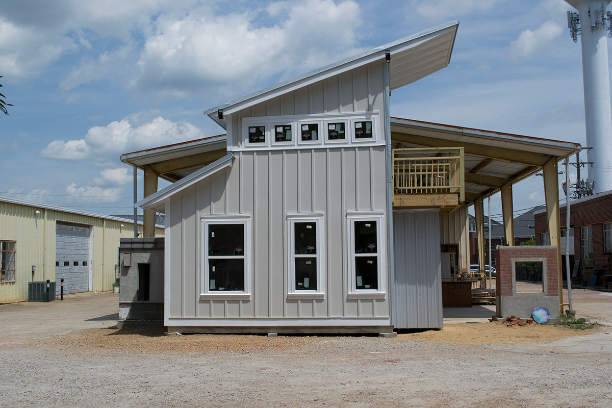 Mississippi State University building construction science first-year studio students build tiny house, spring 2018